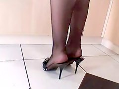 MILF IN PNTYHOSE HIGH HEELS SE