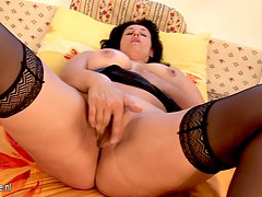 Amateur housewife stroking her