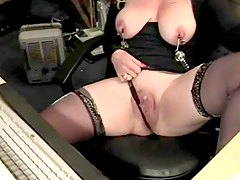 Mature in nipple clamps at her