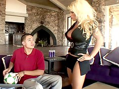 Blonde mom gets drilled by her