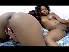 Ebony pregnant whore dildoing